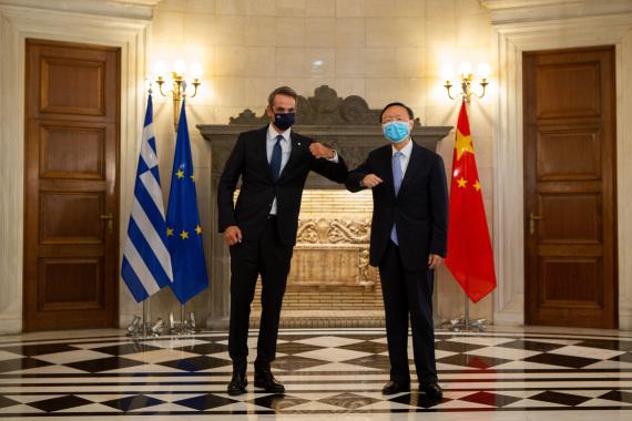 Китай и ЕС должны укреплять политическое руководство в сфере двусторонних отношений – Ян Цзечи