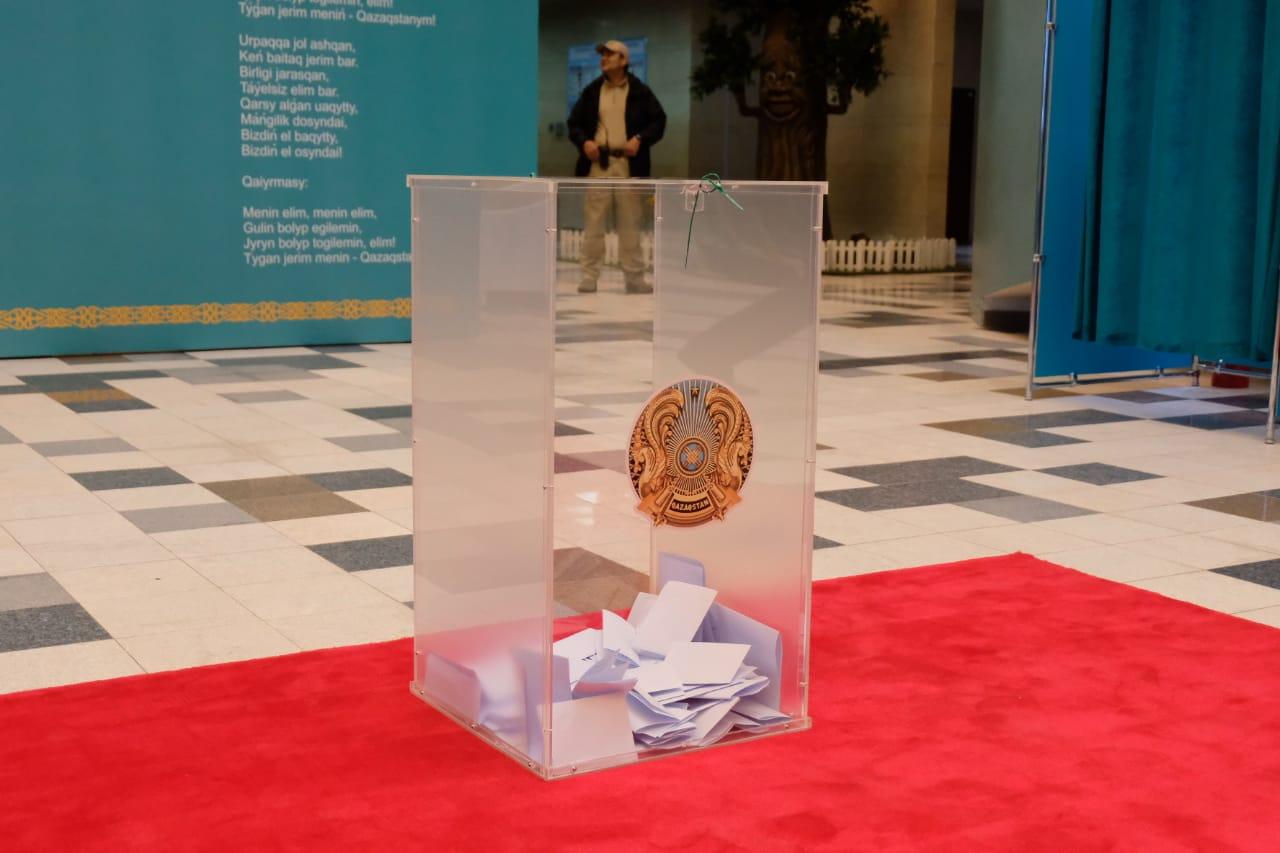 Казахстанские спортсмены голосуют на выборах