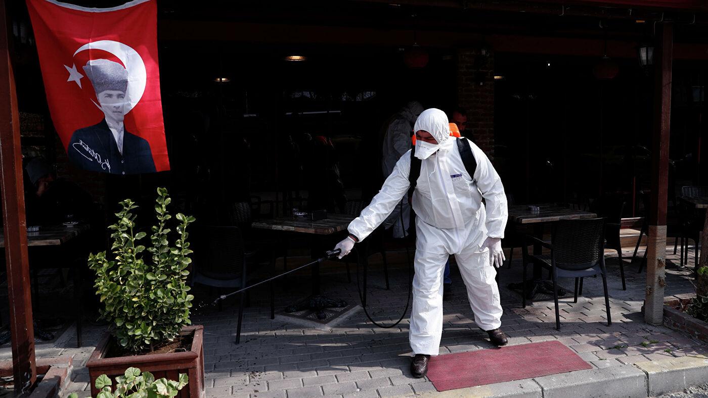 В Турции растет число подтвержденных случаев заражения COVID-19, власти обеспокоены