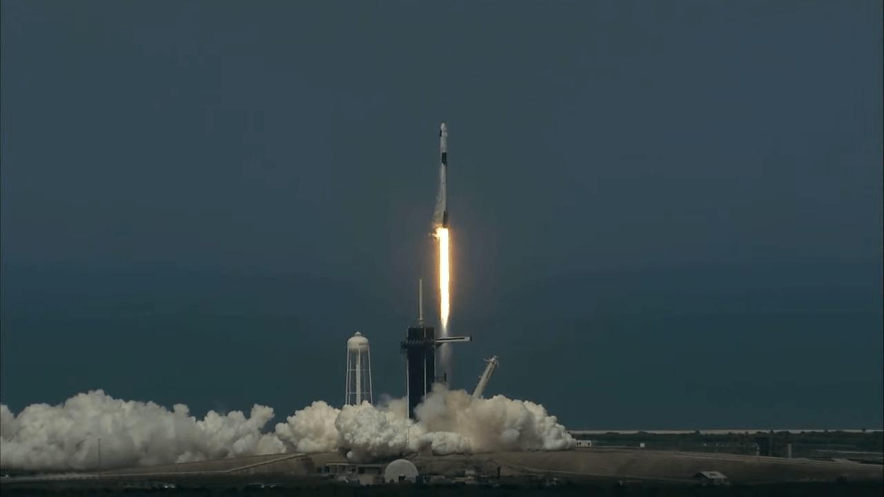 Космический корабль Crew Dragon состыкуется с МКС
