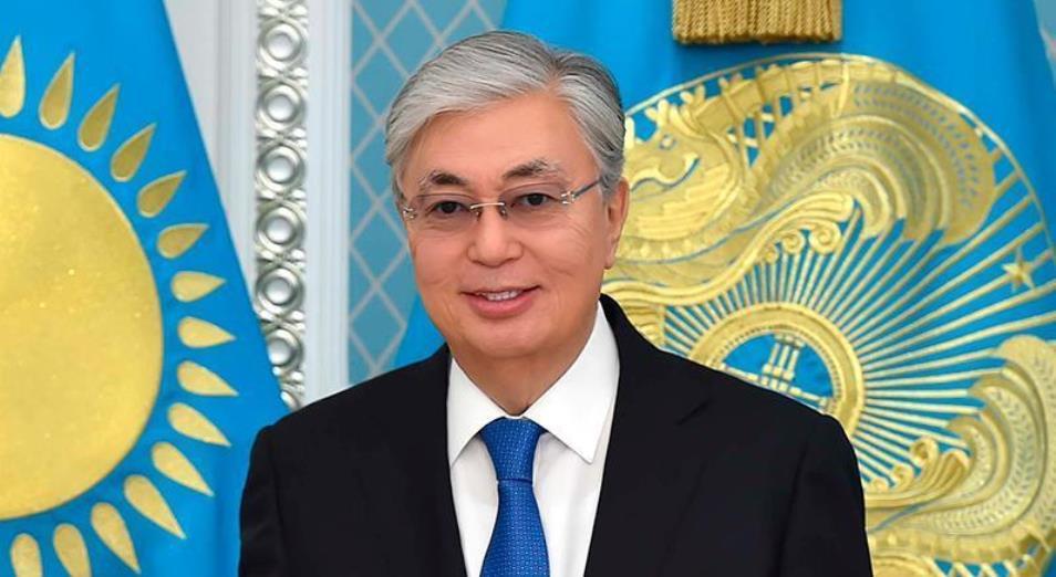 Касым-Жомарт Токаев поздравил казахстанцев с 25-летием Конституции