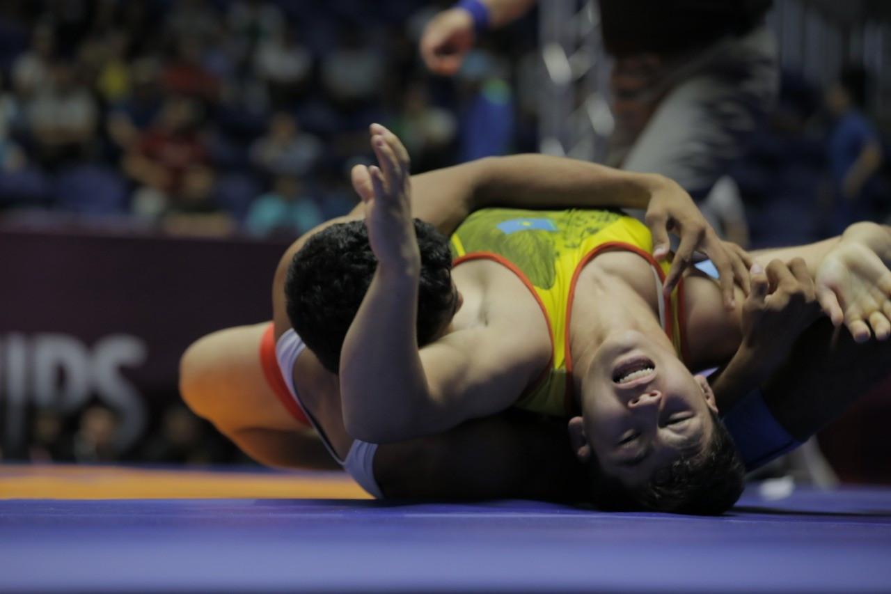 Казахстанские спортсмены завоевали три медали во второй день ЧА по видам борьбы среди кадетов