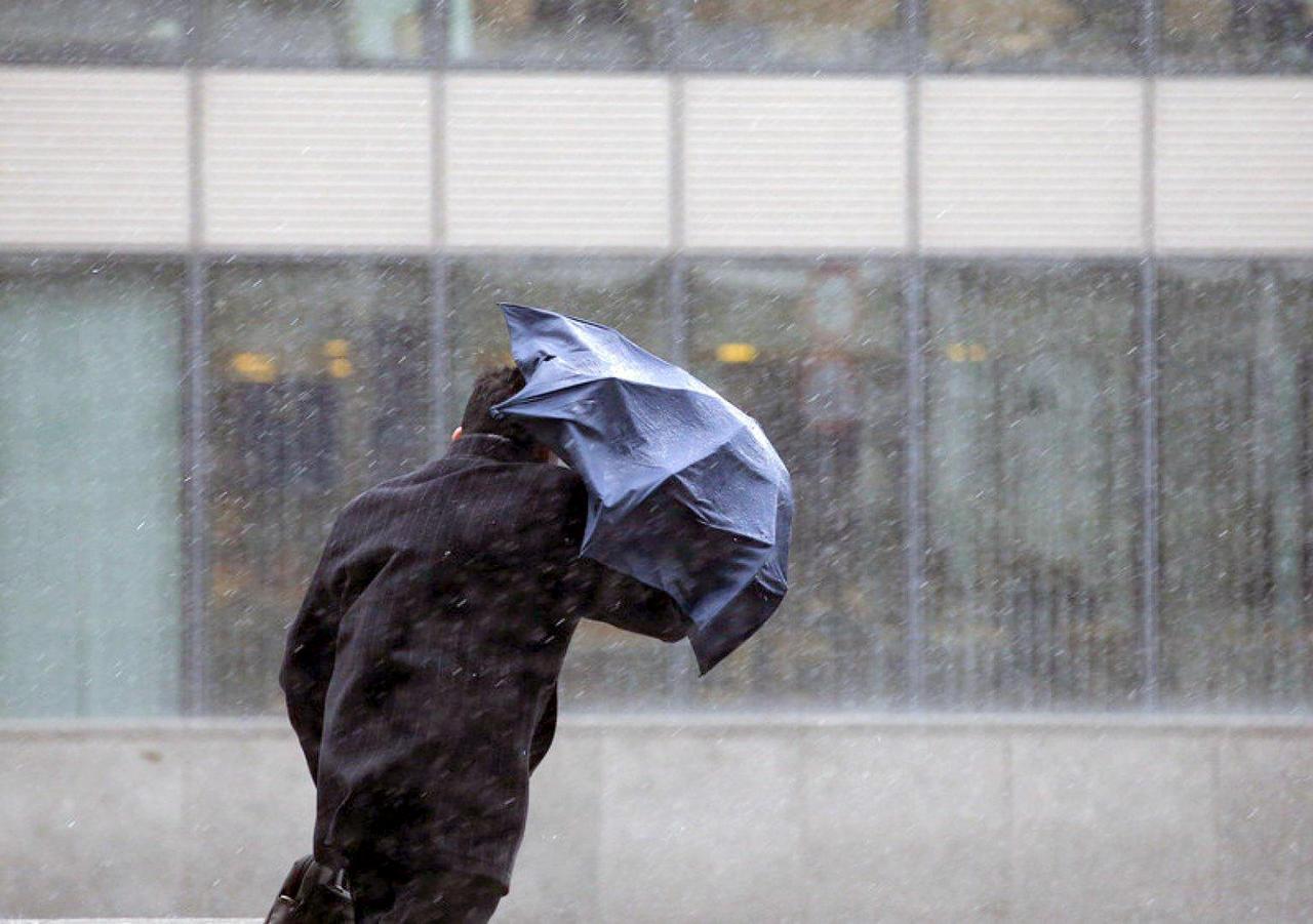 Почти по всему Казахстану объявлены штормовые предупреждения