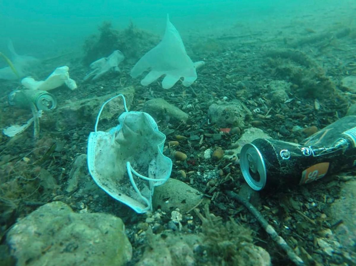 В семи крупных реках Европы обнаружены маски и перчатки