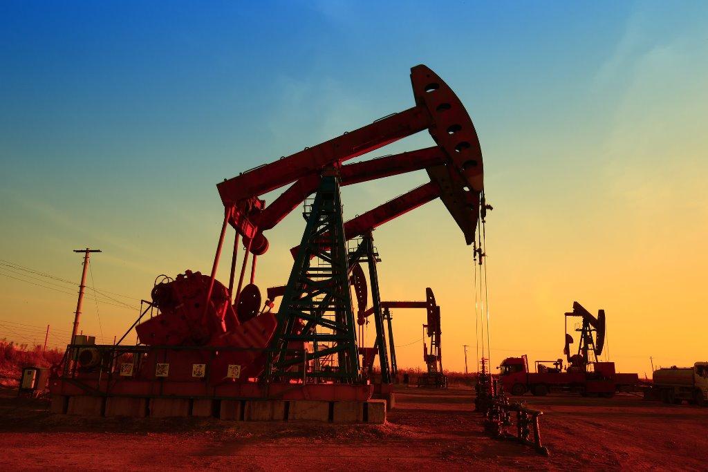 Нефть дорожает после падения до трехнедельных минимумов