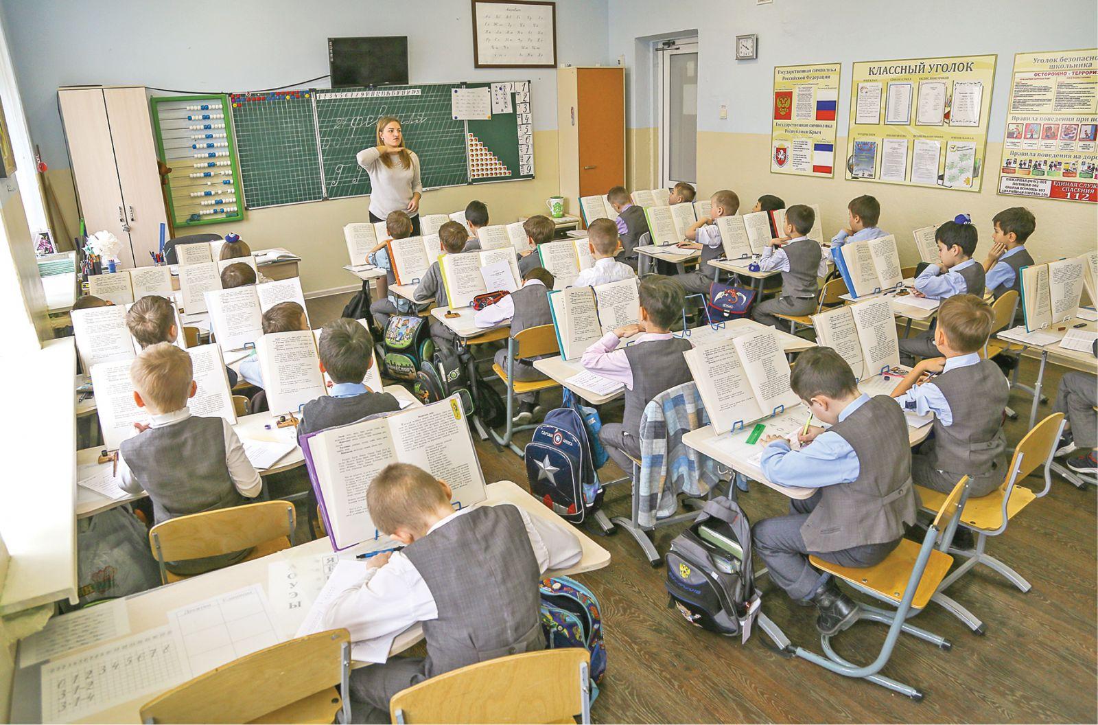 Глава минобразования: Мы надеемся начать учебный год в стенах школ