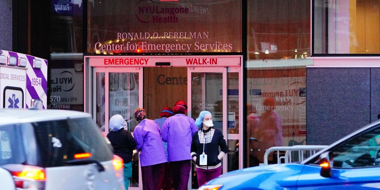 В штате Нью-Йорк снизилось число жертв коронавируса