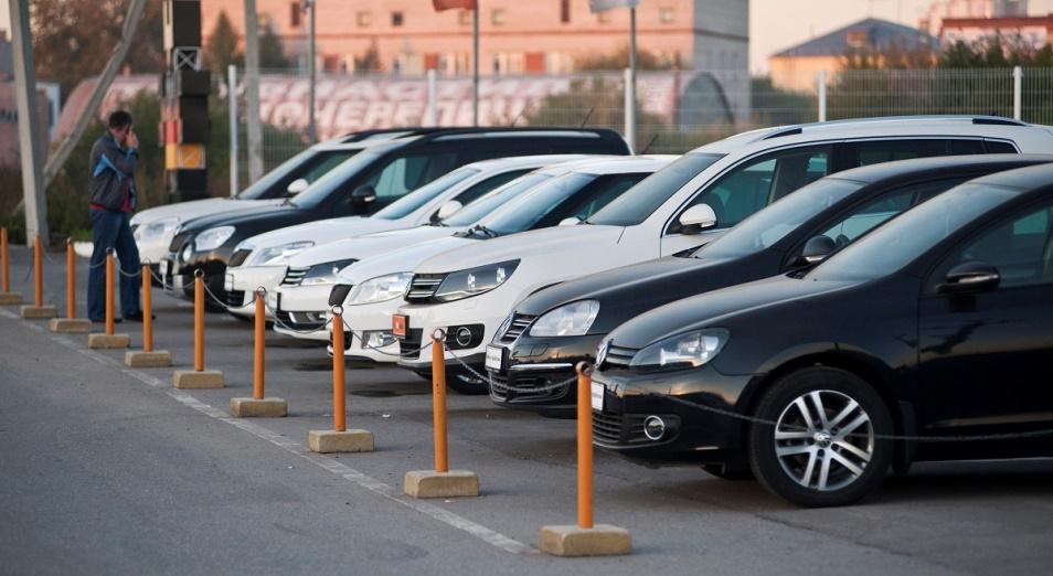 Более полутриллиона тенге за шесть лет потратили чиновники на покупку авто