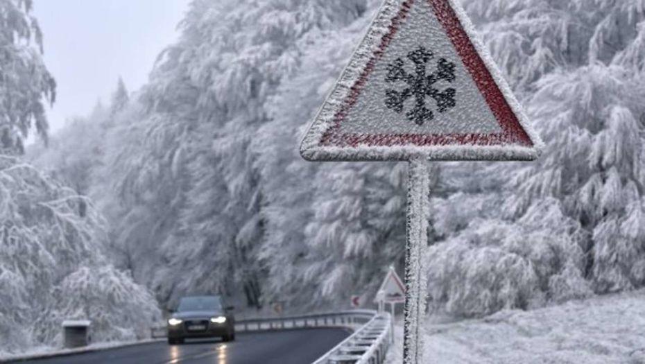 В Северном Казахстане из-за сильных морозов закрыты дороги по всем направлениям