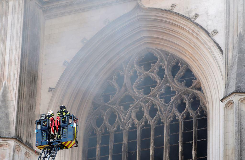 В Нанте взят под стражу подозреваемый в причастности к поджогу собора XV века