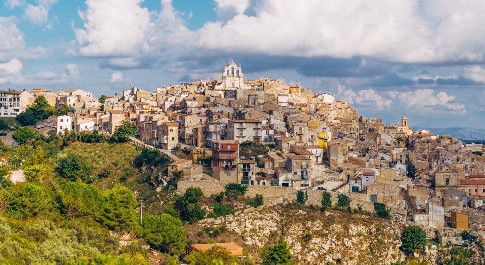 Около сотни домов за символическую цену распродают в Италии
