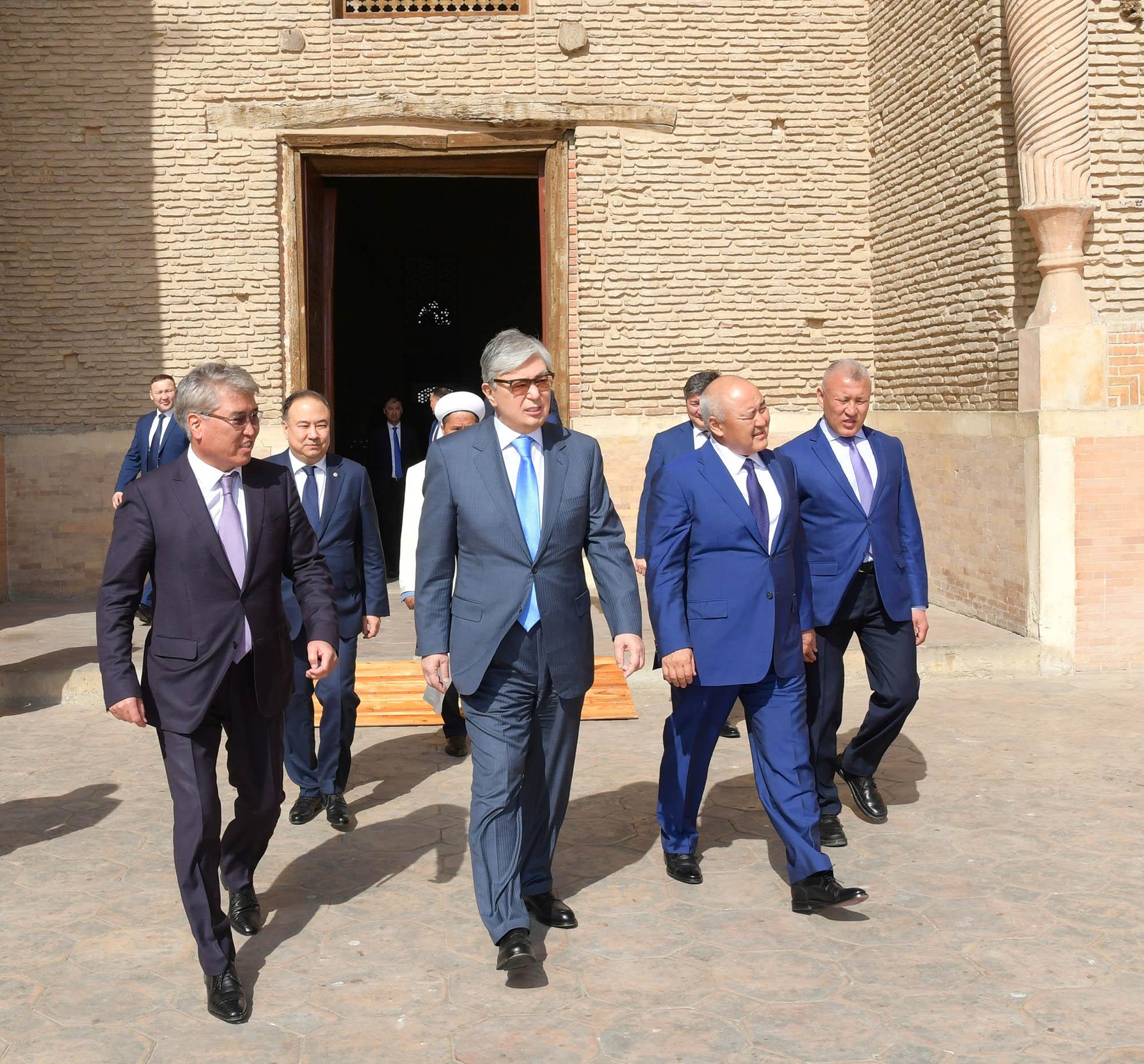 Президент подвел итоги своей рабочей поездки в Туркестанскую область и Шымкент