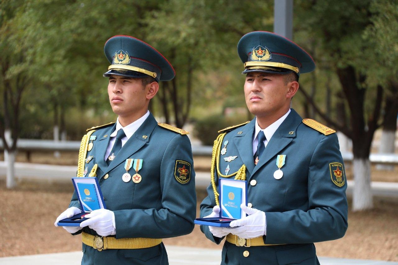 Военнослужащих, погибших в Арыси, посмертно наградили государственными наградами