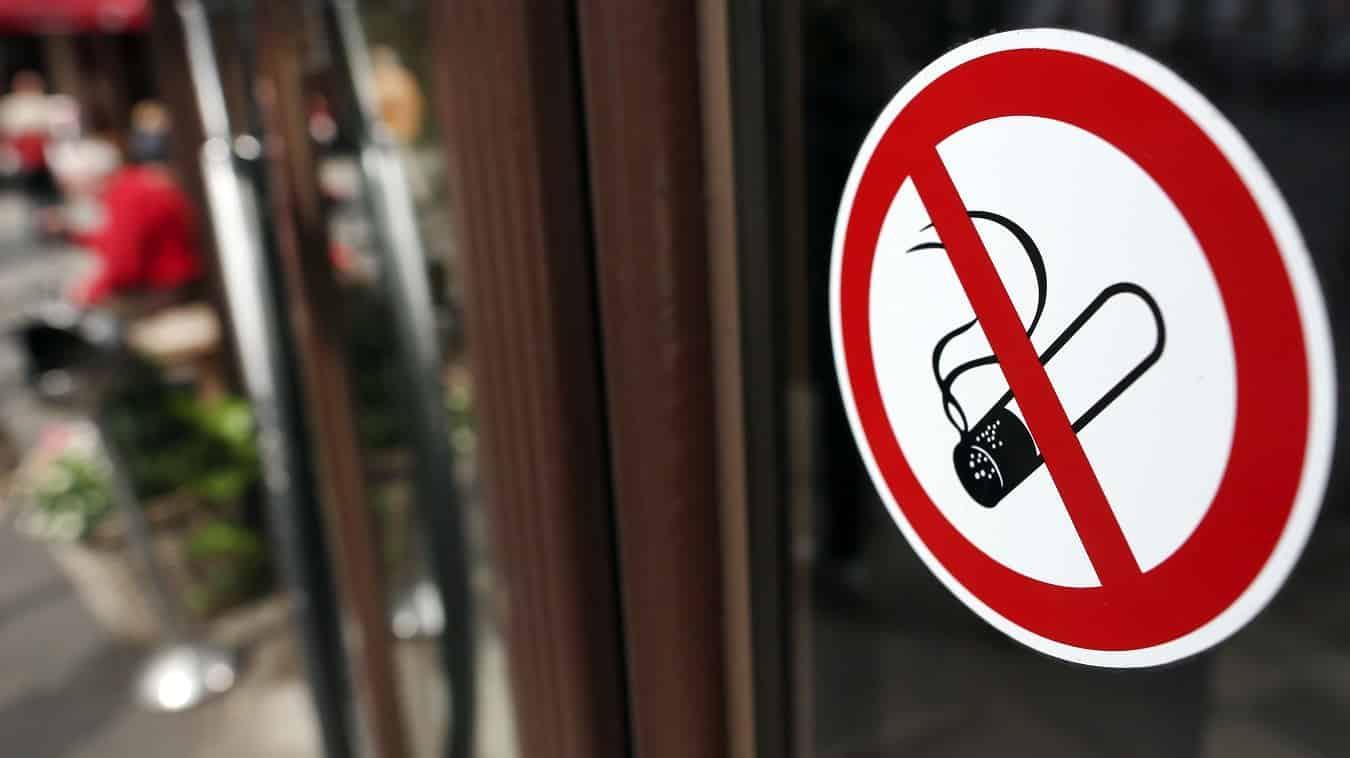 Документы при покупке алкоголя и сигарет будут спрашивать не у всех