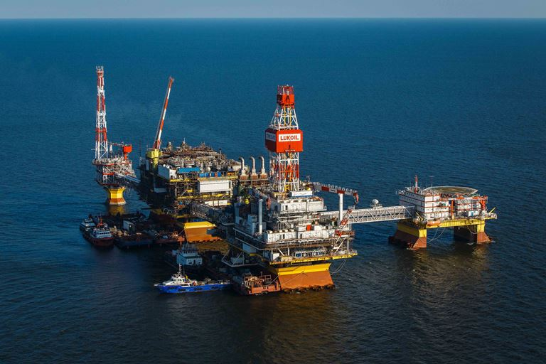 Путин подписал закон о регистрации нефтедобывающих платформ на Каспии