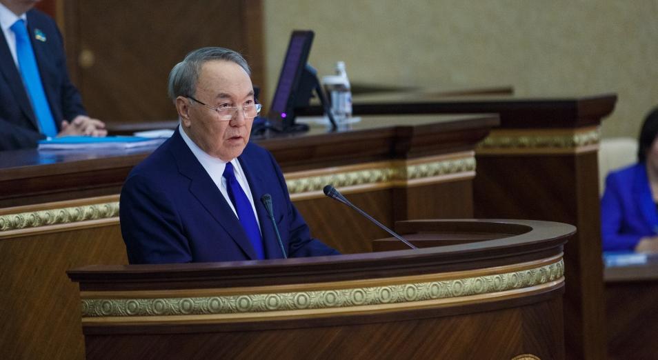 Год назад Елбасы сложил полномочия президента РК