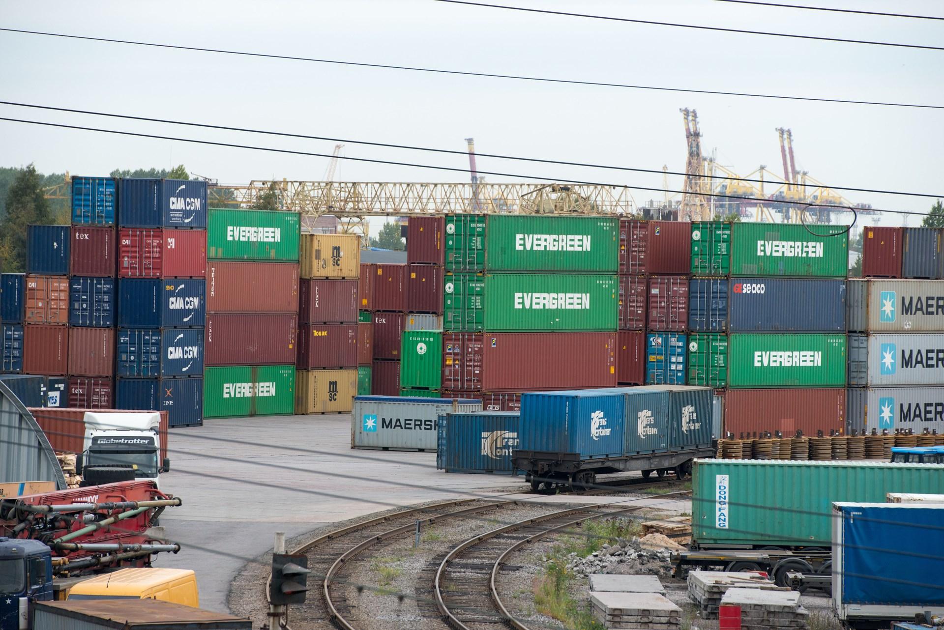 Положительное сальдо внешней торговли Казахстана в первом полугодии снизилось на 18,1%