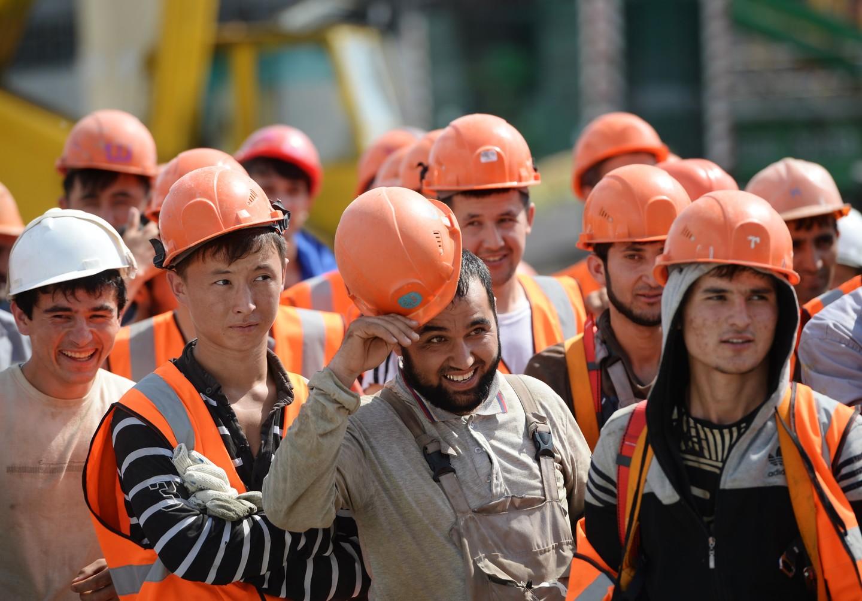 Мажилис одобрил условия труда мигрантов из Узбекистана