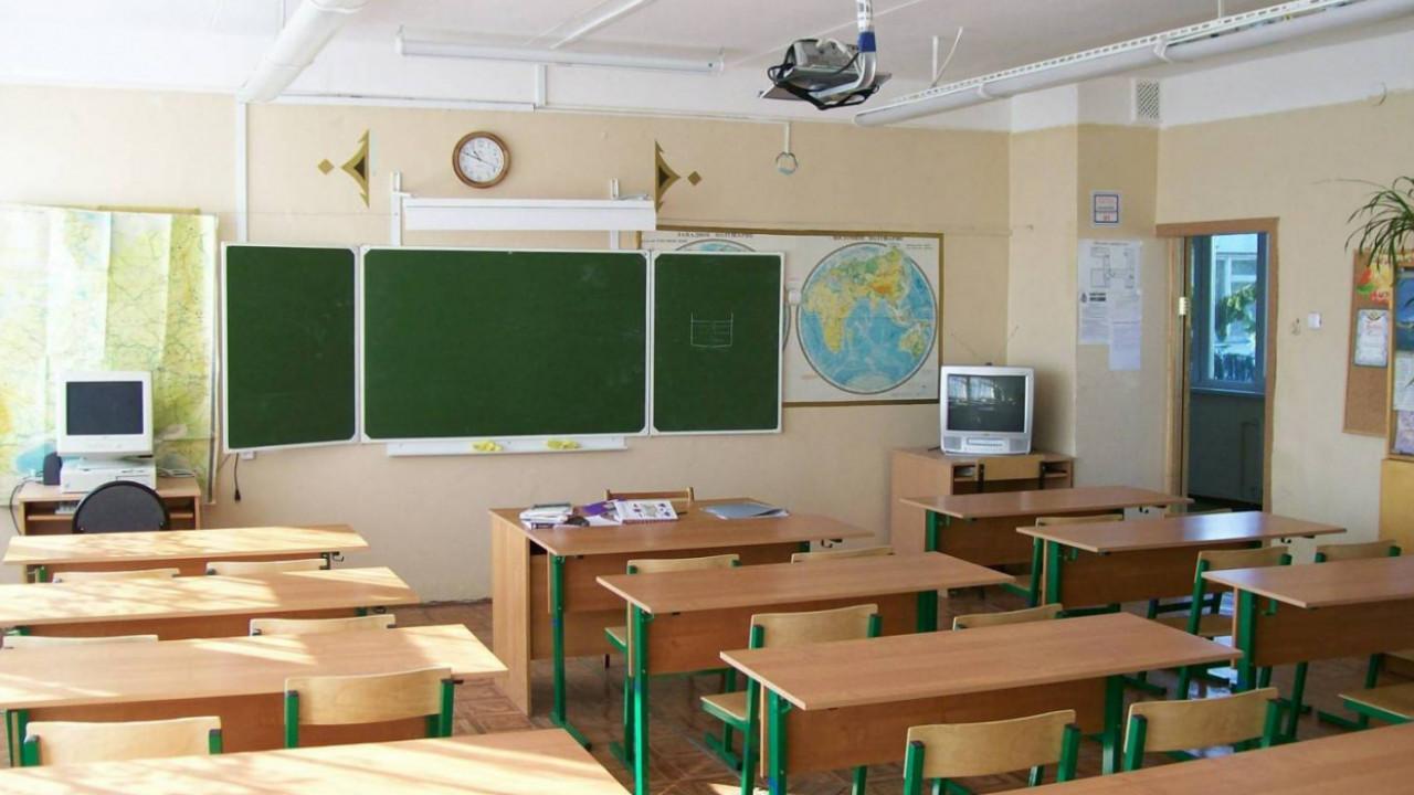 В школах Алматы с 15 сентября разрешена работа дежурных 3-4 классов