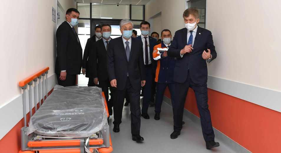 Касым-Жомарт Токаев посетил модульную инфекционную больницу в Нур-Султане