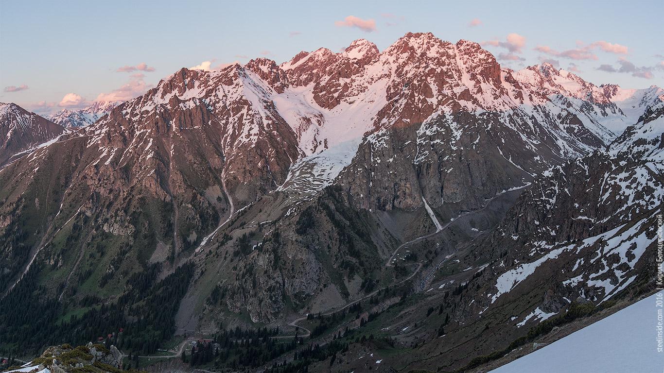 В горах близ Алматы спасли российскую альпинистку