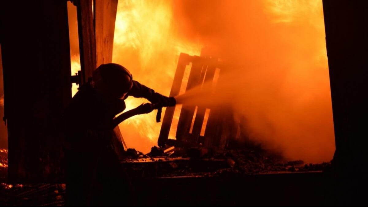 Трое человек погибли при пожаре в Алматинской области