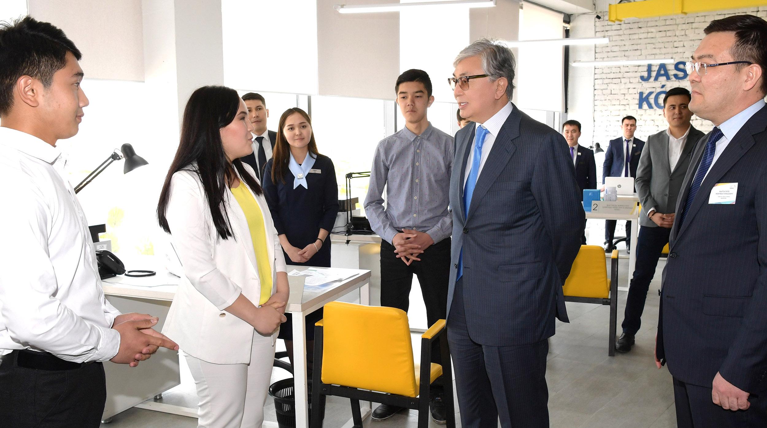 Токаев инициирует программу по продвижению молодежи на госслужбе и трудоустройству