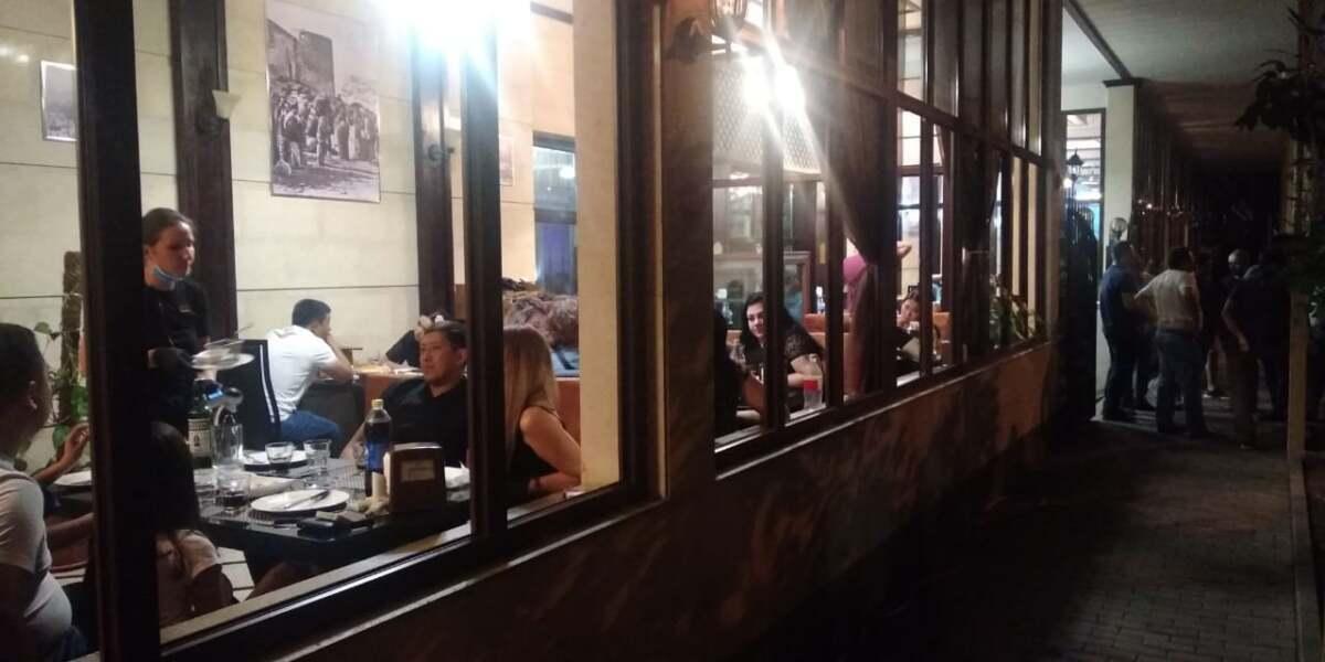 Два кафе принимали ночью посетителей в Алматы
