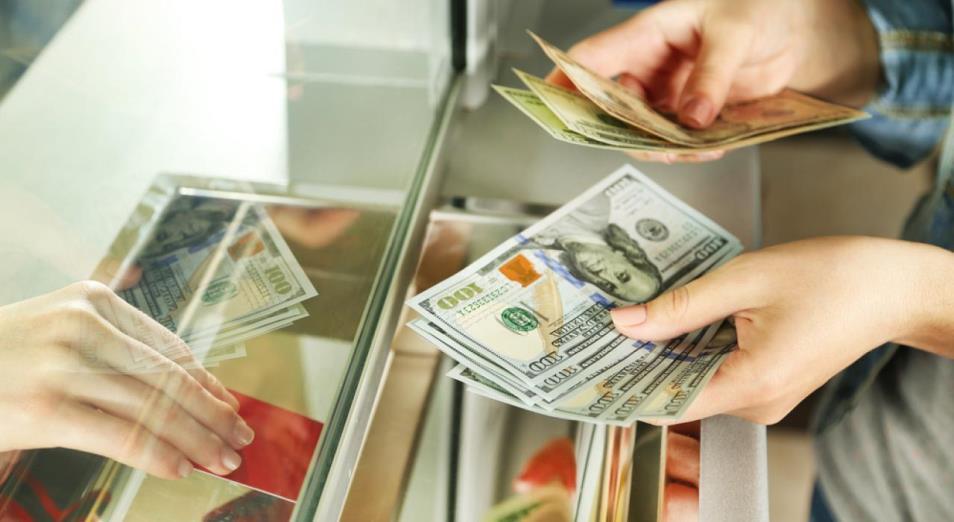 Население покупало доллары вместо продуктов питания
