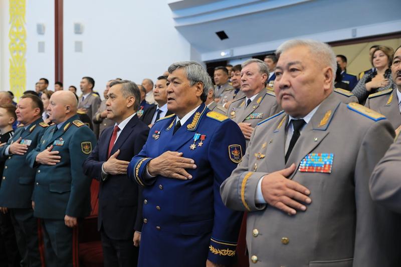 В Астане чествовали лучших военных летчиков