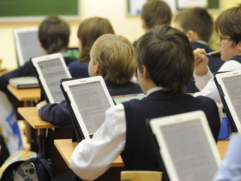 Онлайн-учебники станут доступны для казахстанских школьников с начала этого учебного года