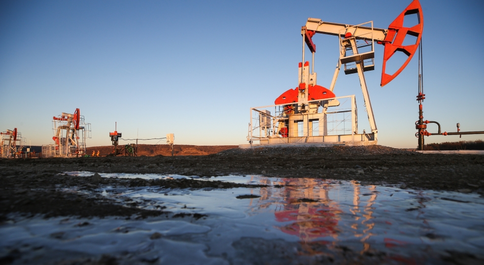 Тенге укрепился на фоне роста нефтяных котировок