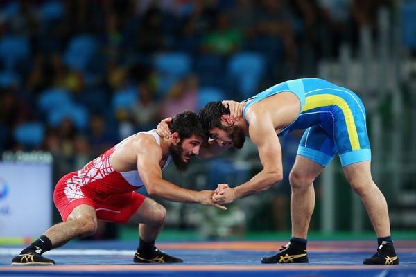 Галымжан Усербаев завоевал серебро международного турнира по вольной борьбе в Польше