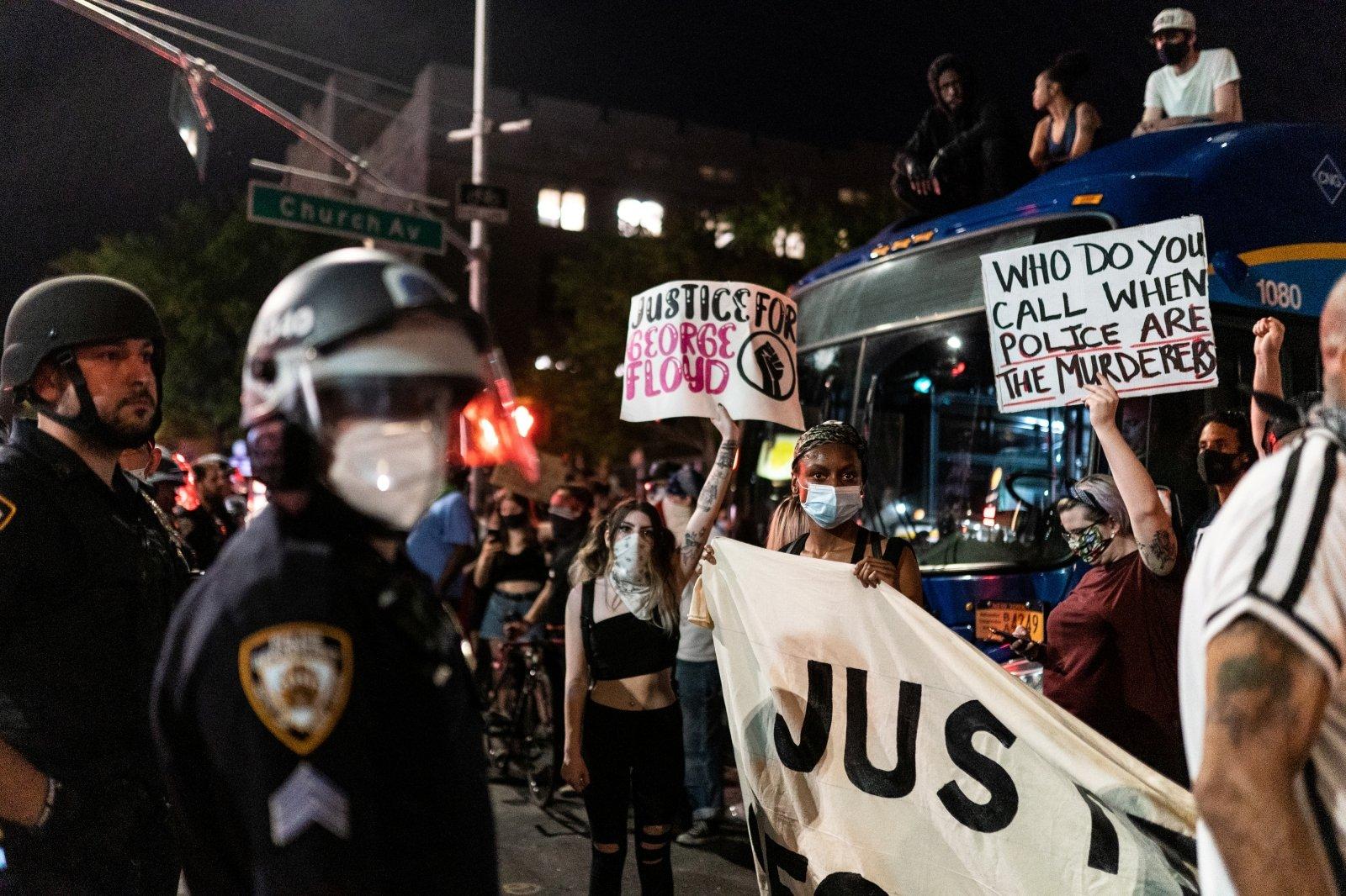 Полицейские арестовали в столице США за ночь больше 300 демонстрантов