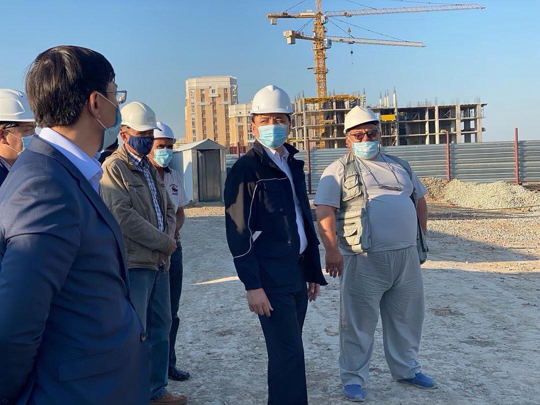 Аким Нур-Султана ознакомился с ходом строительства объектов – доноров долгостроя