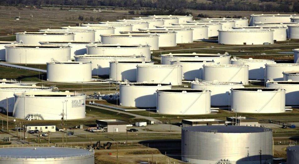 Избыток нефти в хранилищах растет
