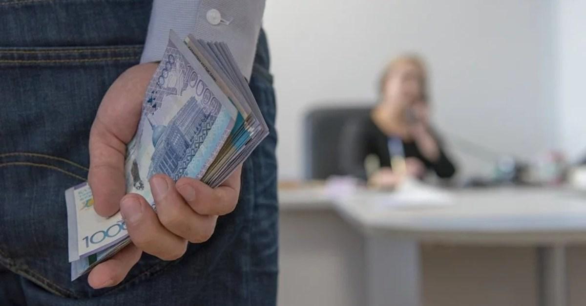 Бывшего главу Управления здравоохранения Алматы подозревают в даче взятки