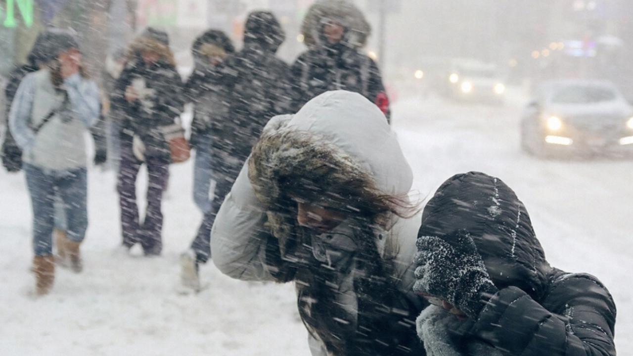 Штормовое предупреждение объявлено в трех регионах Казахстана