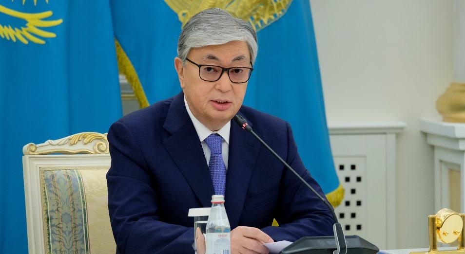 Касым-Жомарт Токаев поздравил полицейских и госслужащих