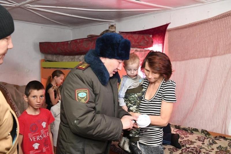 В Талдыкоргане многодетным семьям установили датчики угарного газа