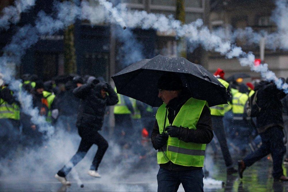 Акция «желтых жилетов» в Нанте и Лионе вылилась в столкновения с полицией