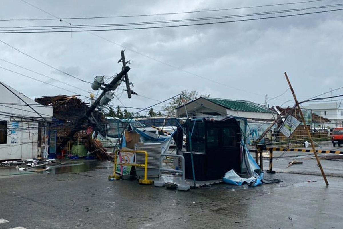 Число жертв тайфуна на Филиппинах превысило 40 человек