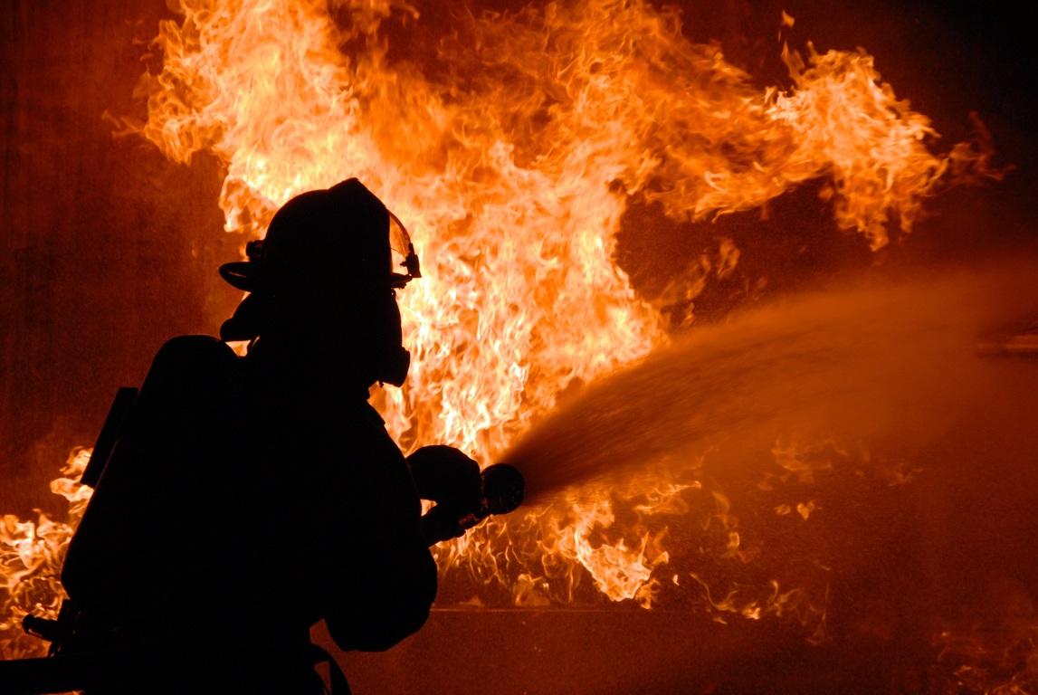В Алматы на территории газового хозяйства произошел крупный пожар