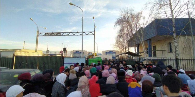 Более 600 человек просили укрытие у пограничников после массовых беспорядков на юге Казахстана