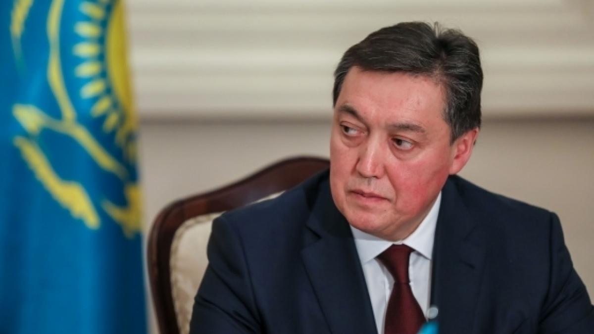 Премьер РК в беседе с российским коллегой предложил создать особый взаимный режим для граждан, возвращающихся на родину транзитом