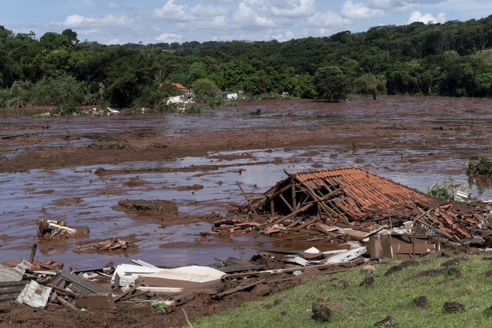 200 человек пропали без вести в результате прорыва плотины на юго-востоке Бразилии