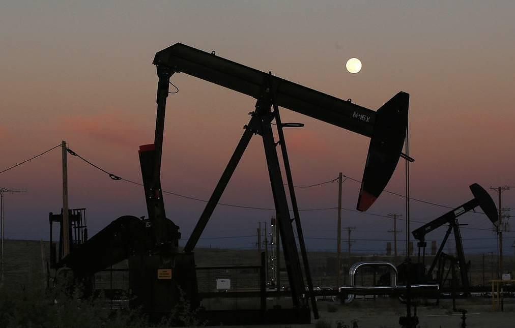 Страны ОПЕК+ договорились сократить добычу нефти на 9,7 млн баррелей в сутки