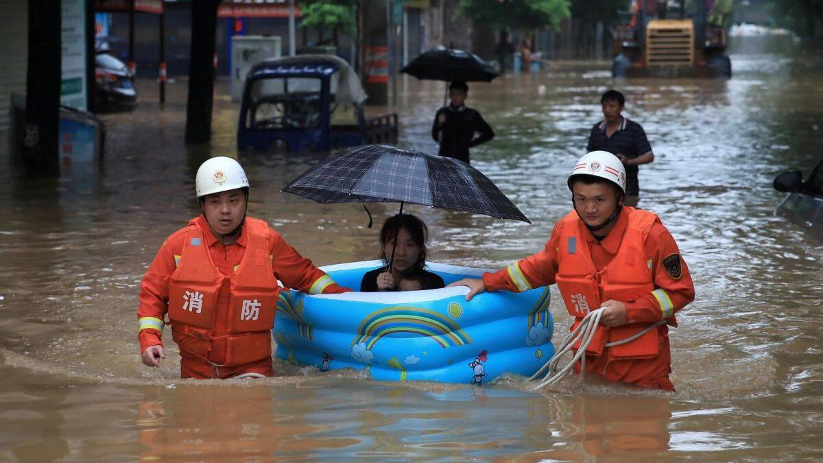 """В Китае объявлено """"желтое"""" предупреждение в связи с проливными дождями"""