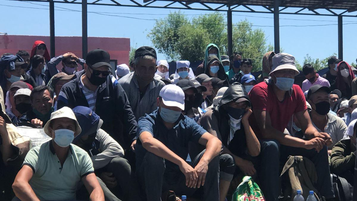 Более 210 граждан Таджикистана, застрявших на границе Казахстана с Узбекистаном, возвращены на родину