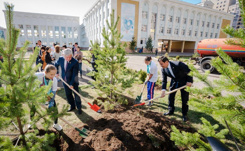 В рамках республиканской акции «Экочас» в столице высажено свыше 2,5 тыс. деревьев